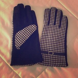 Black & white houndstooth gloves